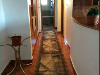 Proprietar inchiriez apartament 3 camere lunei