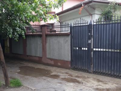 Vand schimb casa cu teren