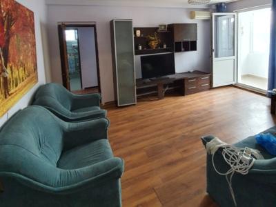 Particular inchiriez apartament 3 camere
