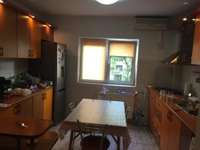 Inchiriez apartament 3 camere zona mall vitan