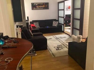 Închiriez sau vând apartament
