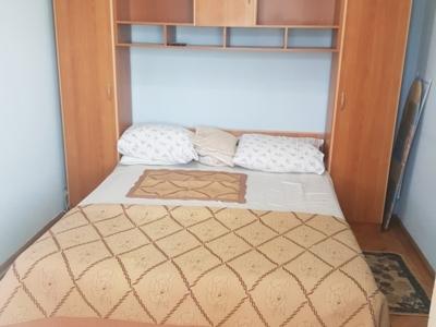 Inchiriem apartament 2 camere mobilat etaj 1 din 4