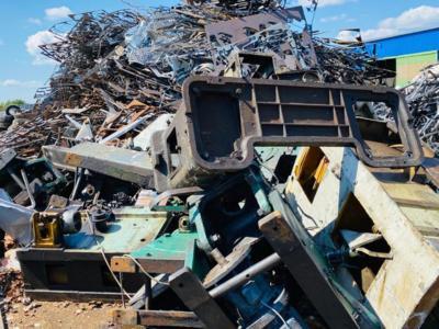 Colectez materiale reciclabile