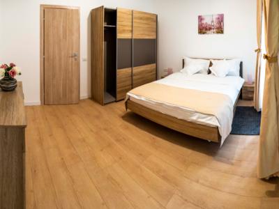 Inchiriez apartament cu 3 camere