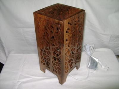 Veioza din lemn de nuc