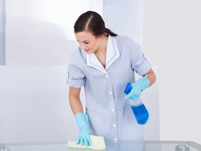 Angajam portar si femeie de servici
