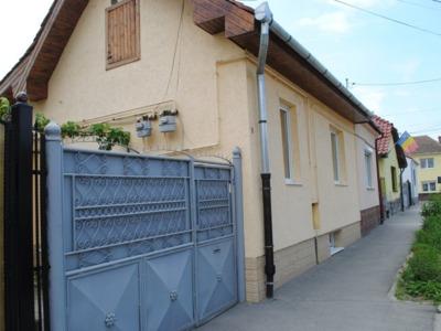 Casa 3 camere decomandat demisol+parter+pod