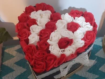 Aranjamente drăguțe din trandafiri de săpun