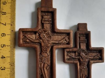 Cruciulite sculptate
