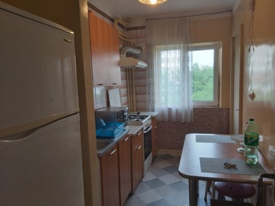 Inchiriez apartament 3 camere