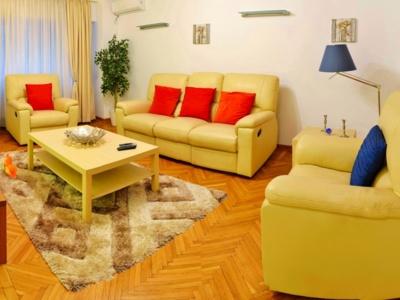 Inchiriez apartament mobilat 3 camere unirii