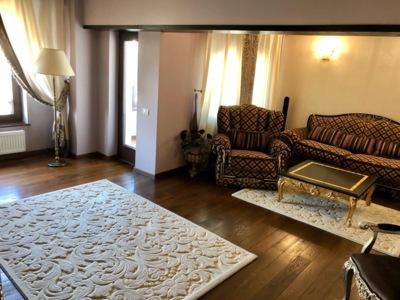 Inchiriez apartament de vis – 3 camere