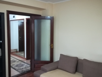 Vand apartament 3 camere, et. 1/3, confort 1 spori