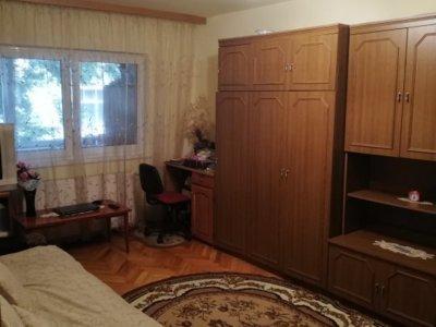 Proprietar vand apartament 3 camere ,parter inalt,