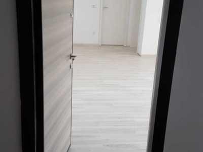 Proprietar  vind apartament bloc nou