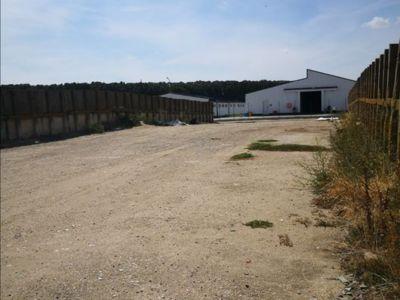 Caut pentru inchiriere teren suprafata betonata