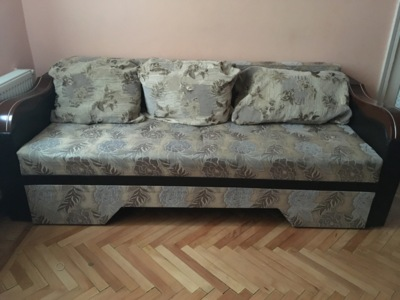 Vand canapea extensibila de 3 locuri