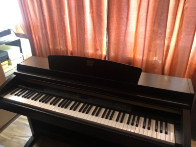 VÂnd pianina electricĂ yamaha